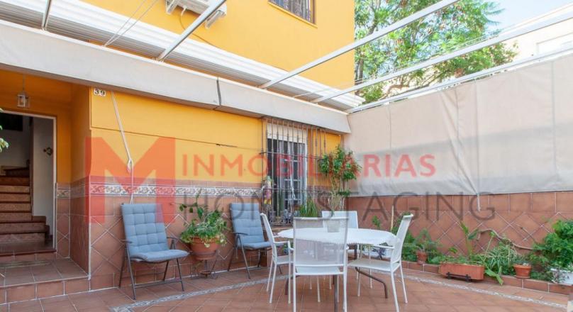 Casa adosada en Vistazul con patio delantero.